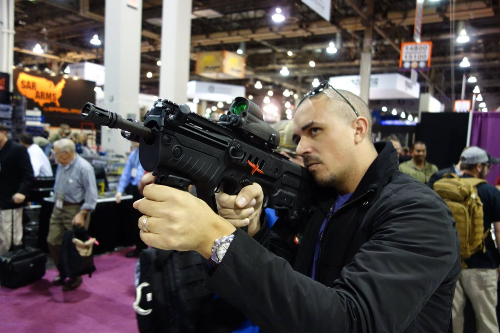 Israel_Weapon_Industries_IWI_Tavor_SAR_Semi-Auto-Only_Tactical_Carbine_Rifle_IWI_Tavor_TAR-21_Assault_Rifle_Carbine_SHOT_Show_2013_David_Crane_DefenseReview.com_DR_2